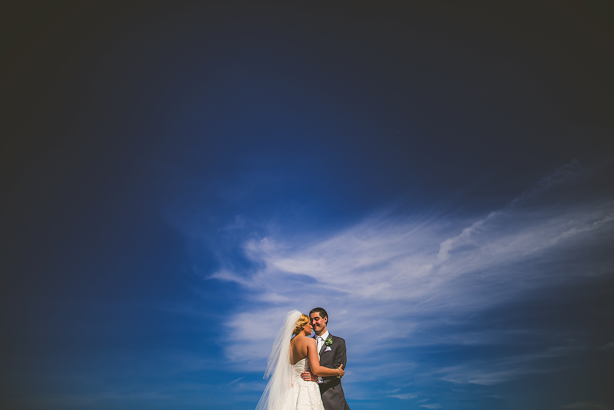 Minimal-Wedding-Portrait-sky-(FB)