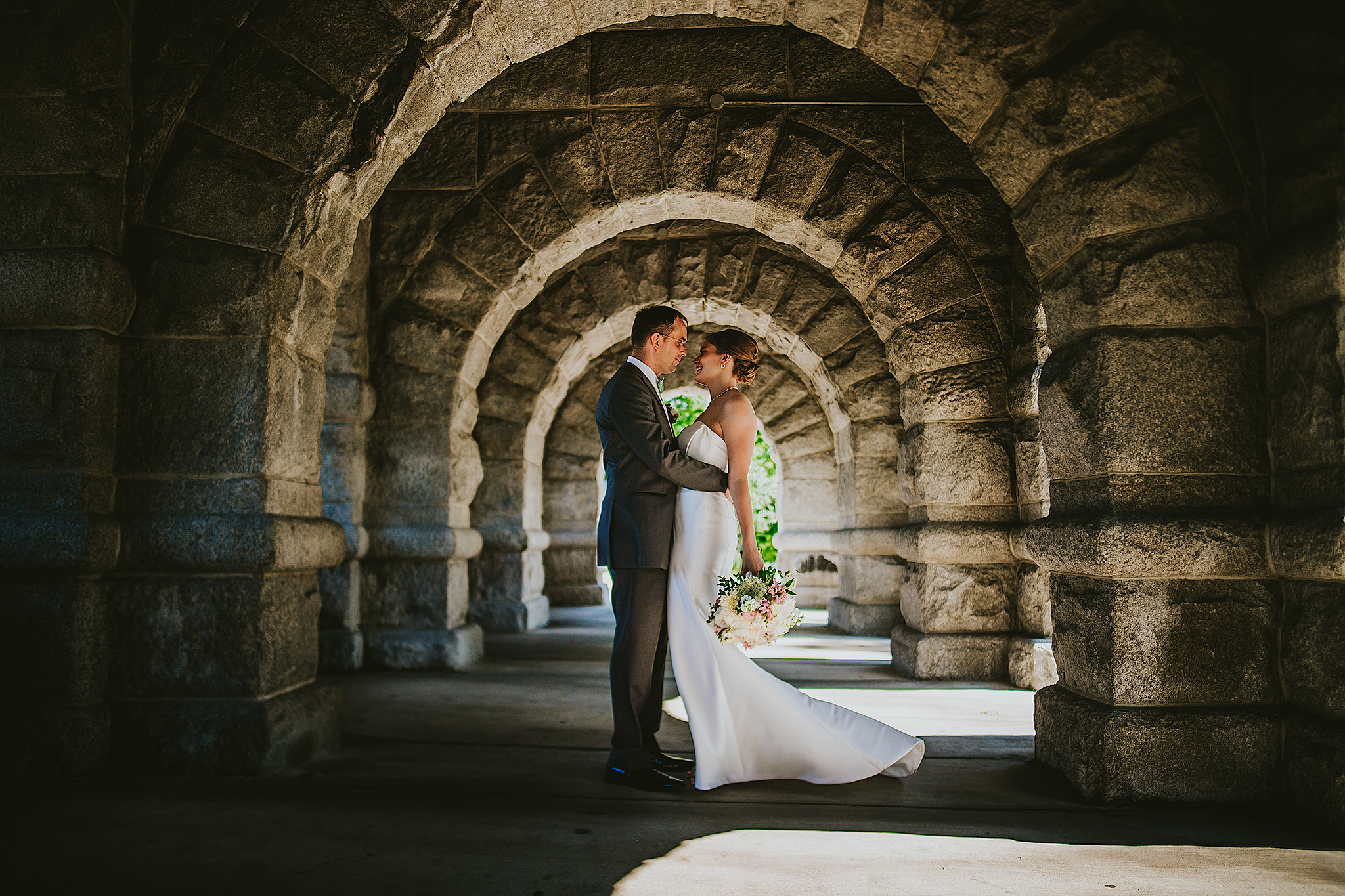 Lincoln-Park-Arch-Wedding-Photo