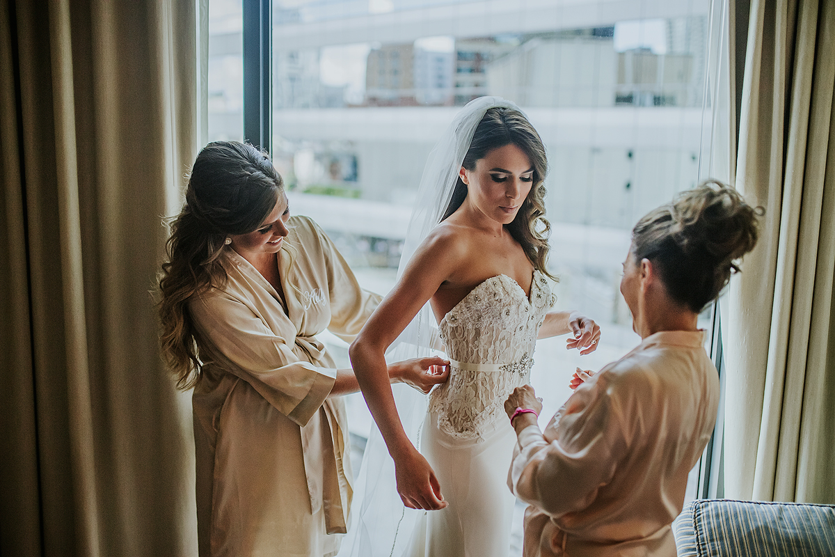 Chicago-Bride-getting-ready