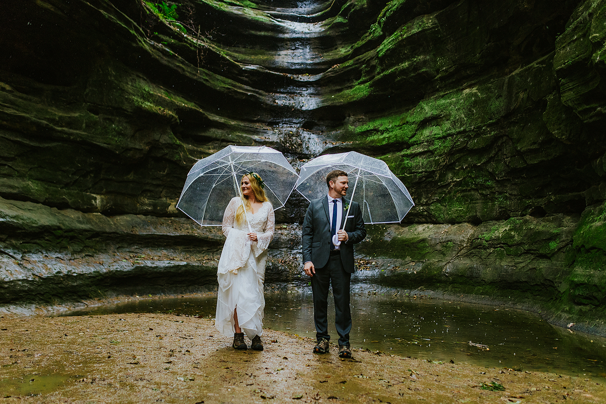 rainy-starved-rock-wedding