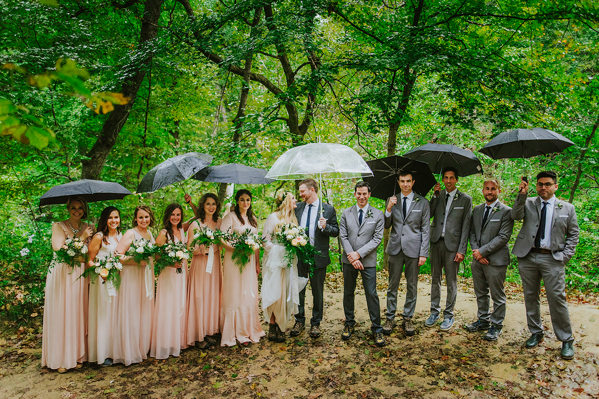 rainy-wedding-group-photo