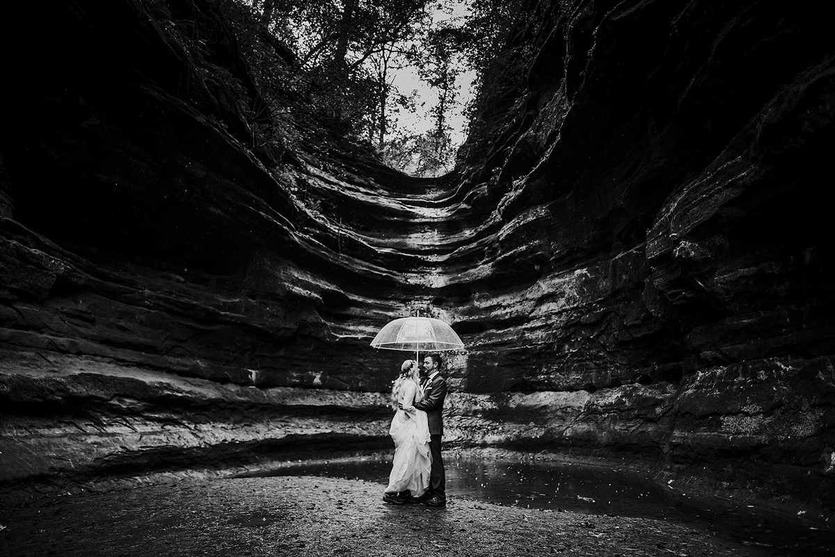 starved-rock-umbrella-portrait