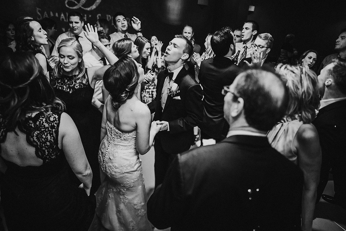 bride-groom-dancing