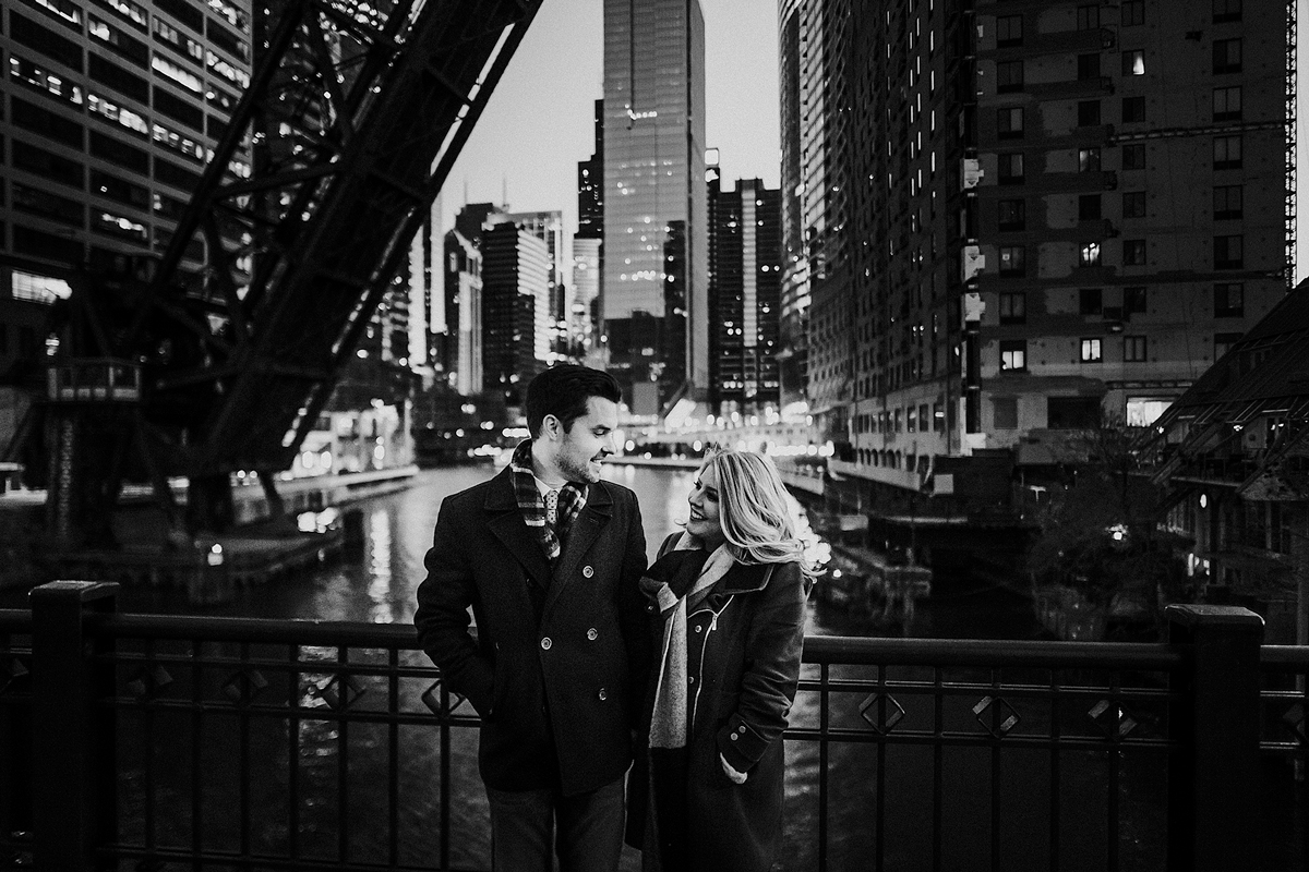 chicago-kinzie-bridge-engagement